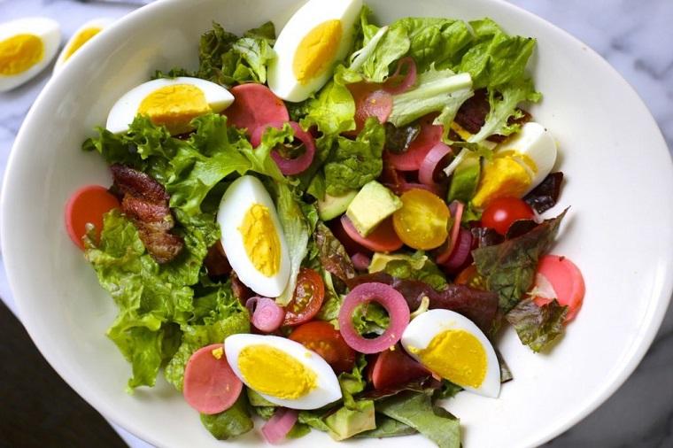 cena sana - Insalata verde con uova