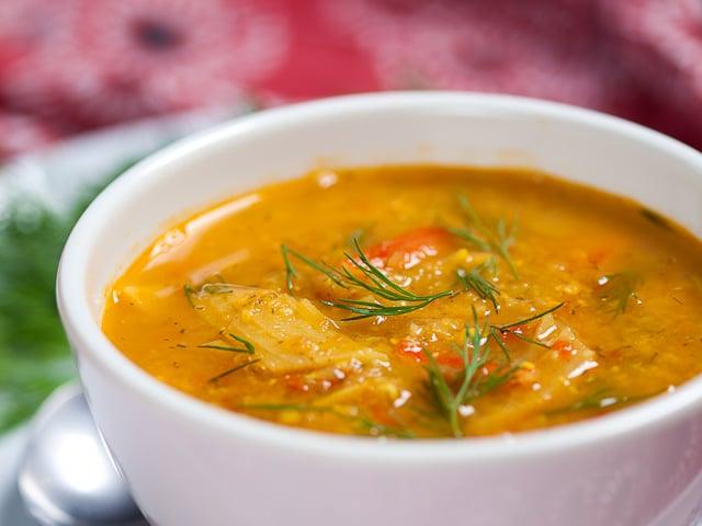cena sana di pesce - Zuppa di trota selvatica