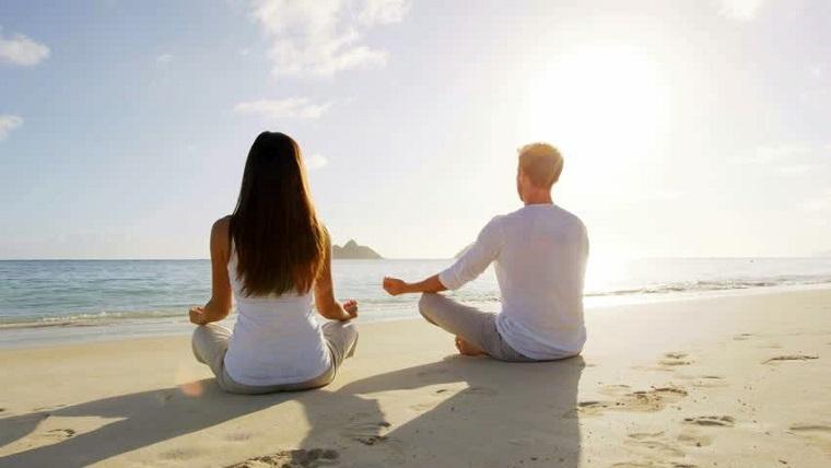 persone felice e serene con abitudini positive