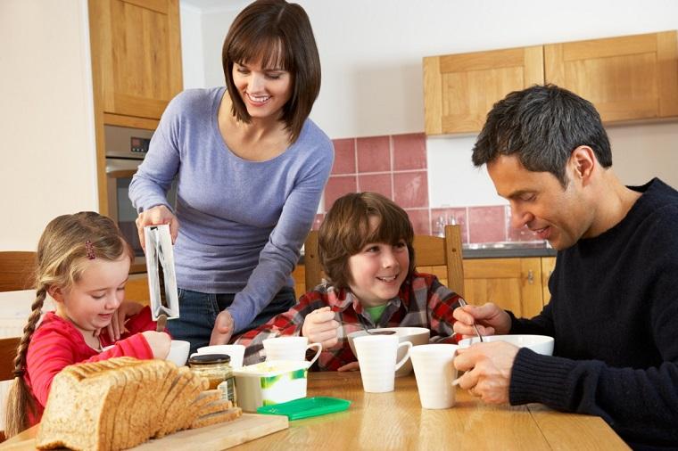 colazione in famiglia con le persone amate